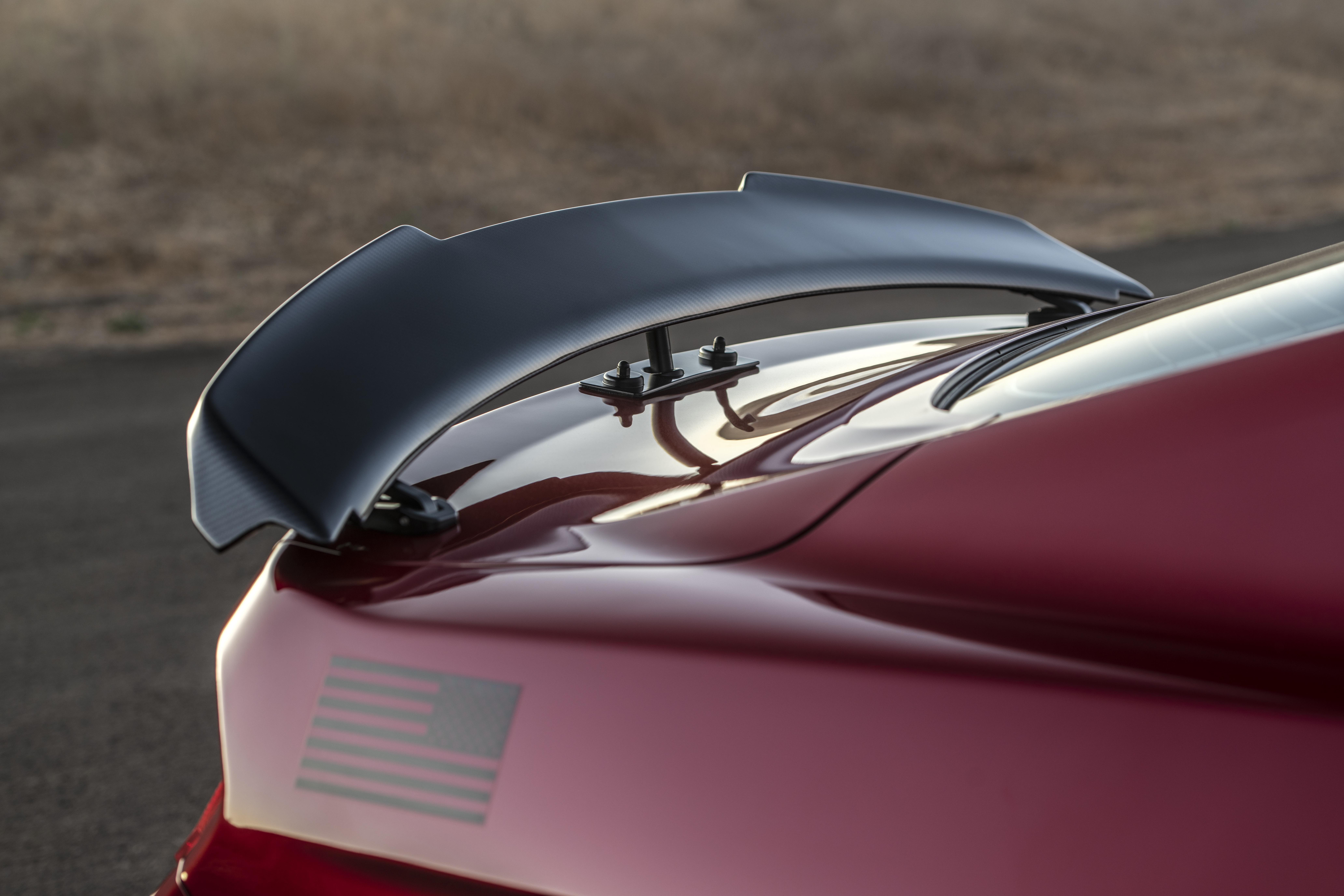 Active aerodynamic mustang spoiler
