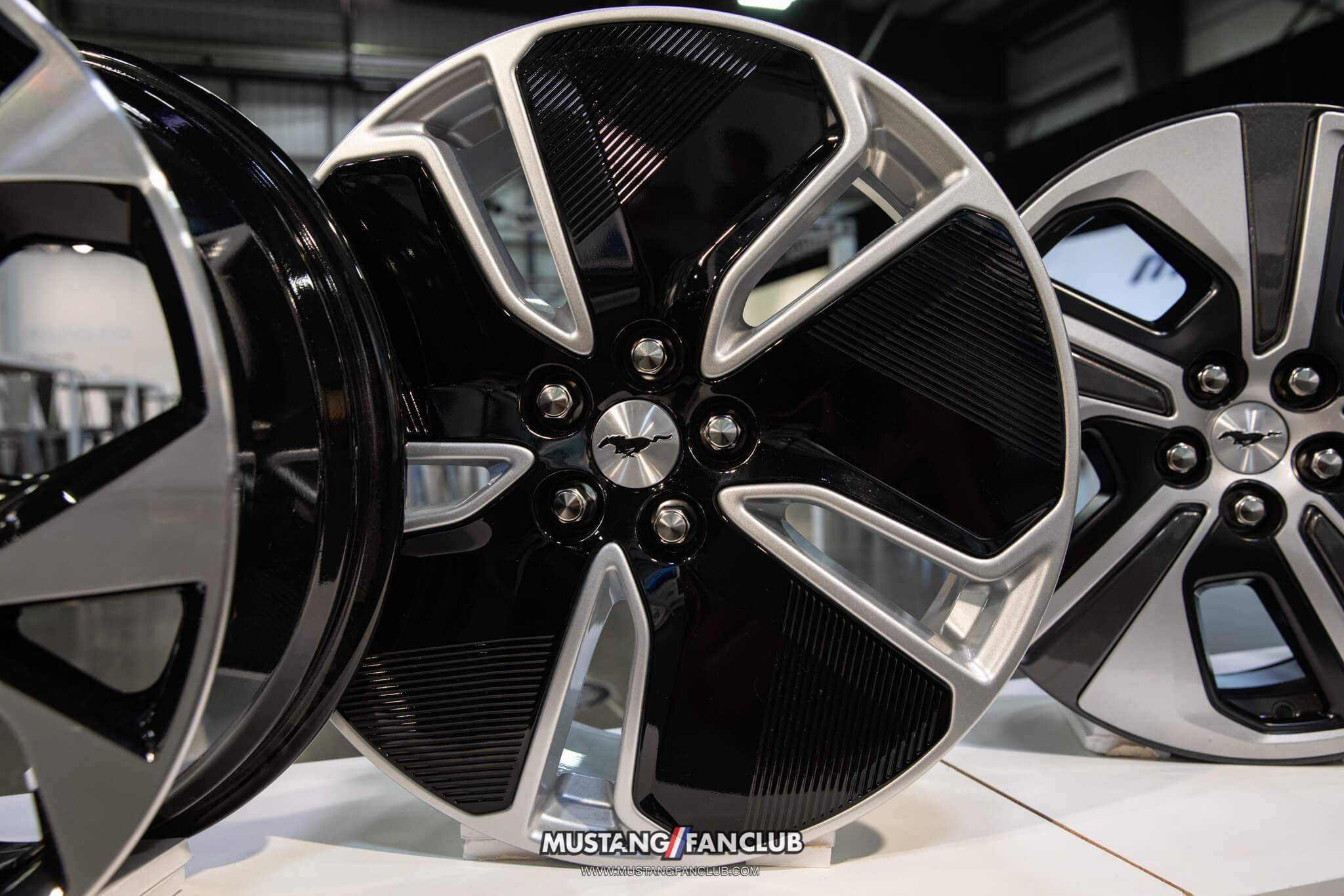 "19"" Shadow Silver Aluminum Wheels"